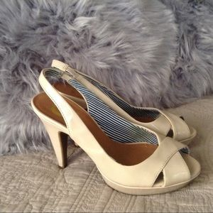 🌺 Guess open toe heels